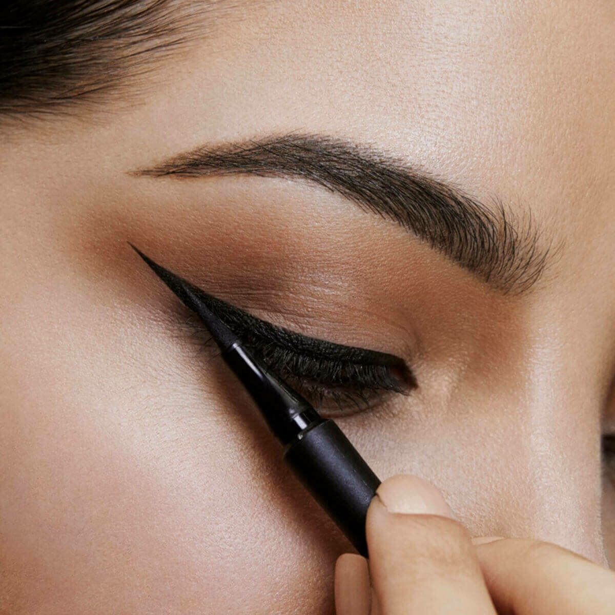 eyeliner  nasıl sürülmeli, eyeliner sürme tekniği